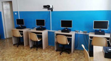 Odnowiona sala informatyczna czeka na uczniów!