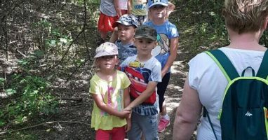 Spacer przedszkolaków do Ujścia